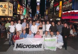 Teilnehmer der Veranstaltung von Microsoft und Actebis in New York am Timesquare
